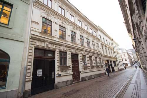 Drottninggatan 11 uppfördes av Börjes änka efter att en brand ödelagt det äldre huset.